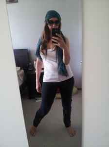 Do you like how I even put on the scarf and the big sunnies to look more the part? I'm too cool.